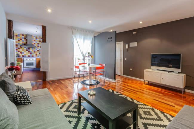 Accogliente salotto moderno — Foto stock