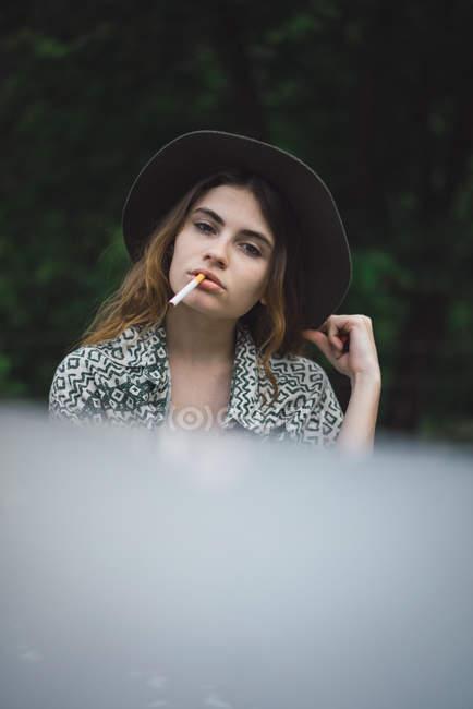 Stylish girl posing with cigarette — Stock Photo