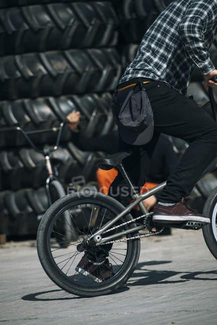 Man riding BMX — Stock Photo
