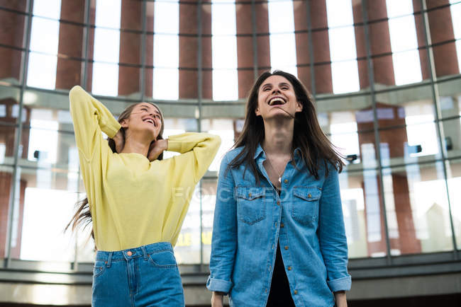 Two young laughing women — Stock Photo