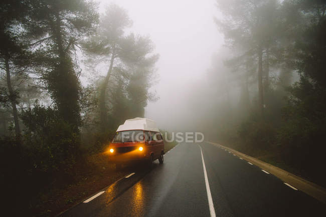 Van parked on foggy roadside — Stock Photo
