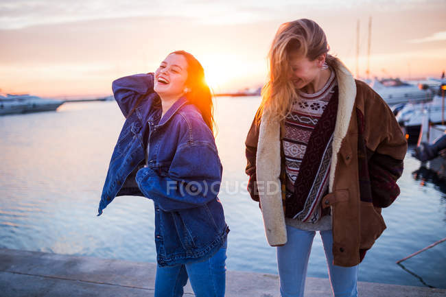 Cute couple of women at sunset — Stock Photo