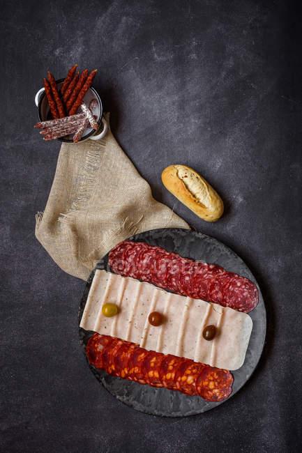 Испанская кухня закуски на плите — стоковое фото