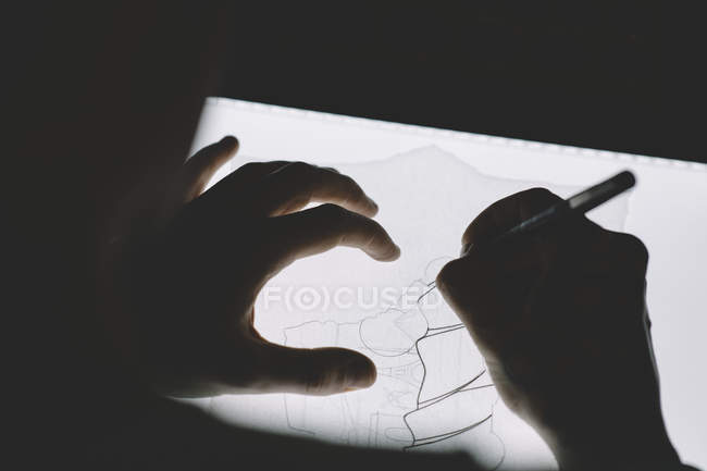 Crop hands drawing on lightbox — Stock Photo