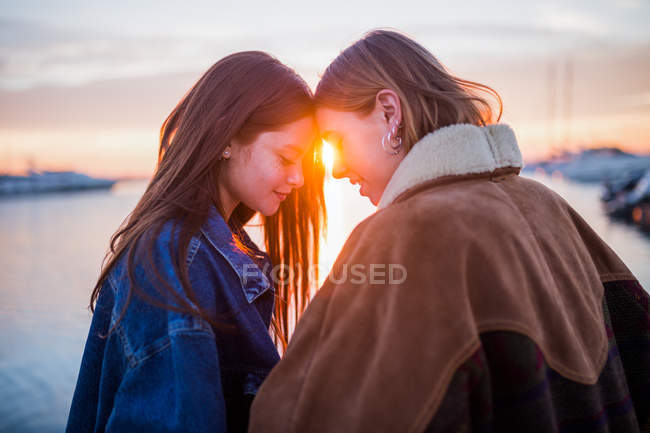 Women having fun at sunset — Stock Photo