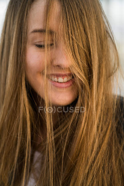Cheerful girl with eyes closed — Stock Photo