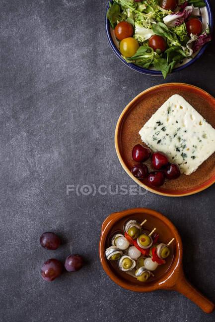 Platos de cocina española en las placas de - foto de stock