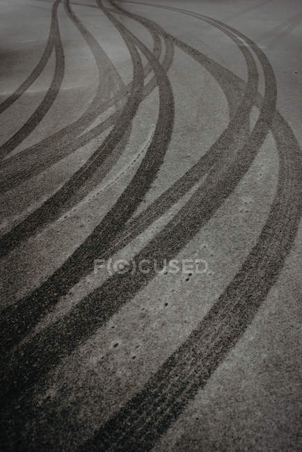 Tires tracks on hoarfrost — Stock Photo