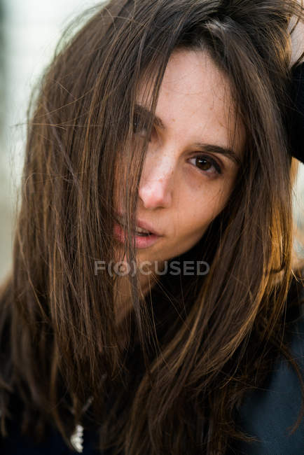 Sinnliche Frau mit Haaren — Stockfoto