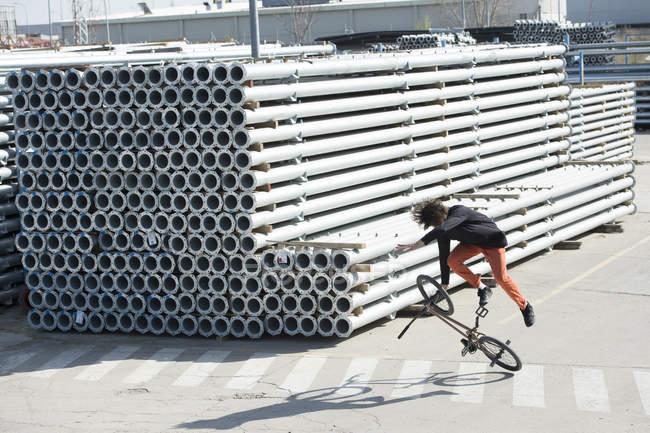 Truc de Bmx performant homme — Photo de stock