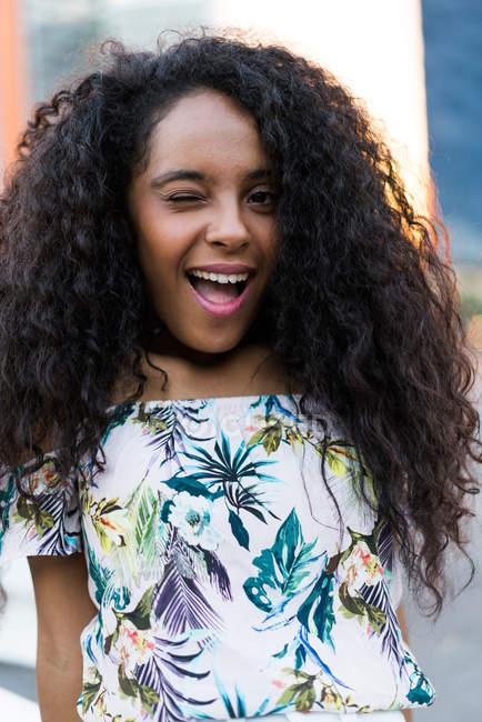 Menina piscando expressiva — Fotografia de Stock