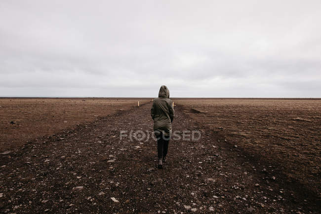 Person walking on cold desert — Stock Photo