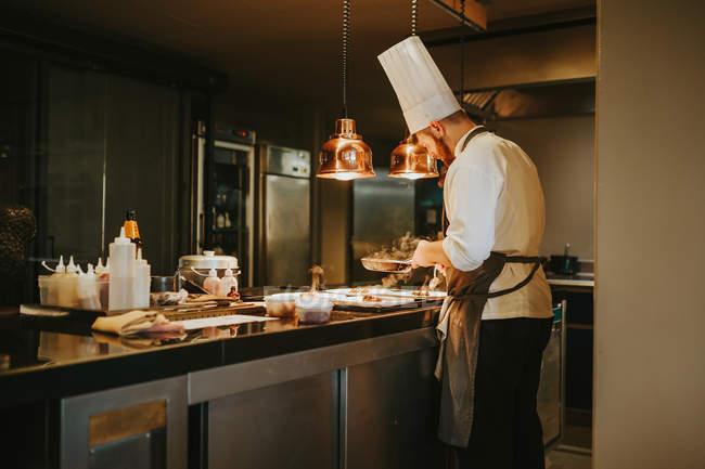 Cheff making dish — Stock Photo
