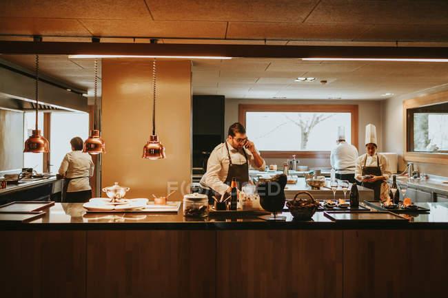 Working scene at restaraunt kitchen — Stock Photo