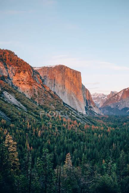 Parque nacional de Yosemite nascer do sol — Fotografia de Stock