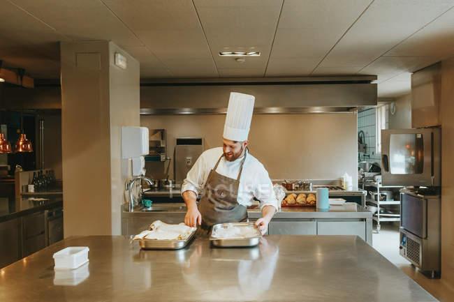 Cook preparing ingridients — Stock Photo