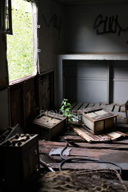 Impianto in edificio abbandonato — Foto stock