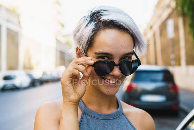 Laughing woman posing at street — Stock Photo