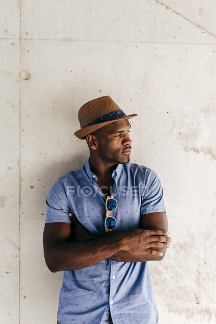 Stylish man posing with hat — Stock Photo