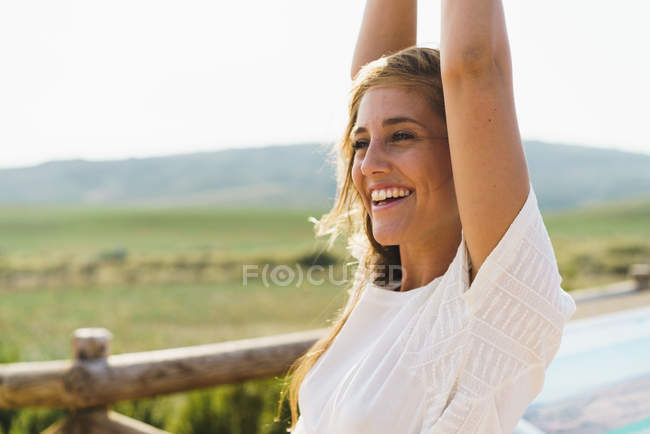 Pretty smiling woman in countryside — Stock Photo