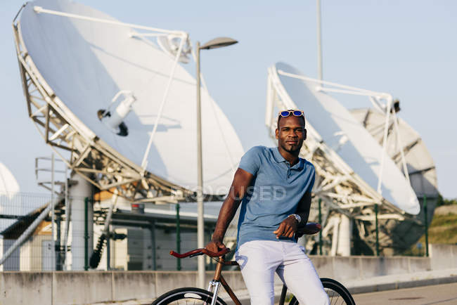 Trendy male model with bicycle — Stock Photo