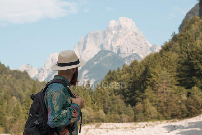 Man with backpack over mountains. — Stock Photo