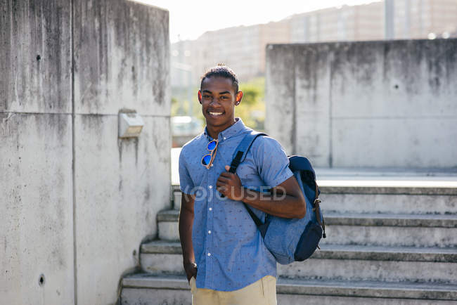 Man posing with backpack — Stock Photo
