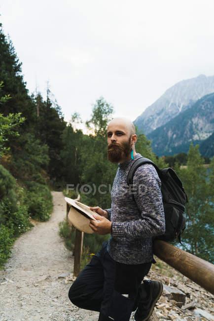Tourist looking away at mountain lake — Stock Photo