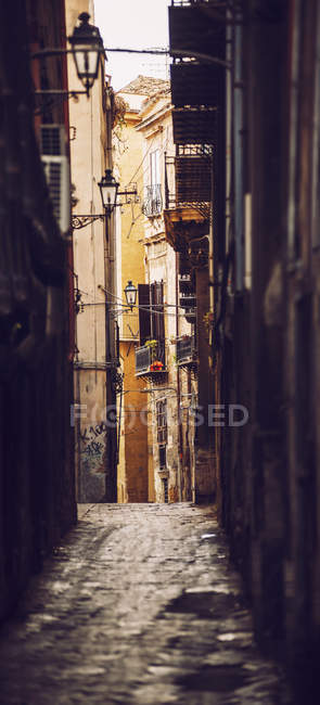 Dark lane amid old building facades — Stock Photo