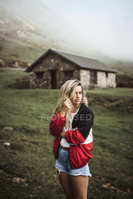 Young woman standing at foggy valley — Stock Photo