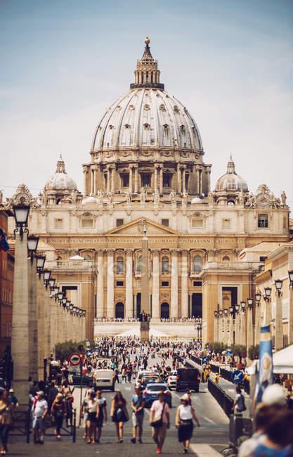 Façade extérieure de la basilique Saint-Pierre — Photo de stock