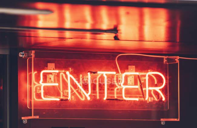 Leuchtreklame Eingang — Stockfoto
