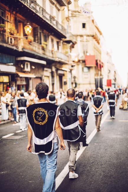 PALERMO, ITALY - JULY 15, 2016: People at famous Parade of Santa Rosalia — Stock Photo