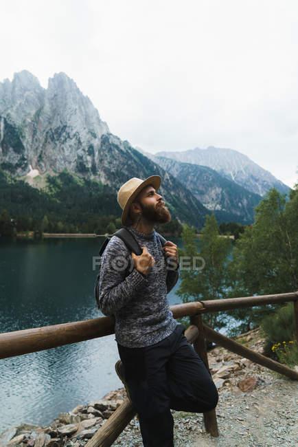Handsome tourist at mountain lake — Stock Photo