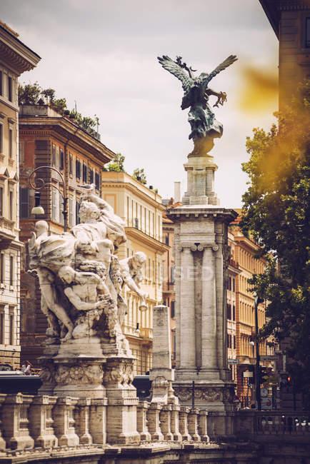 Statue sulla scena delle strade di Roma — Foto stock