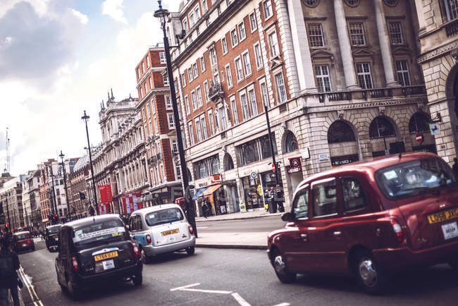 LONDON, UK - OCTOBER 14, 2016: View of cars on busy London street. — Stock Photo