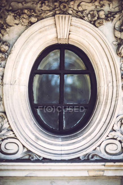 Ventana de estilo barroco. - foto de stock