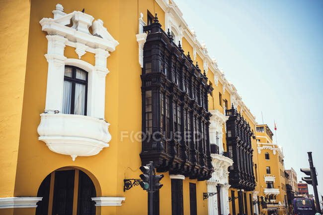 Exterior view of yellow facade of Town Hall of Lima in Peru. — Stock Photo
