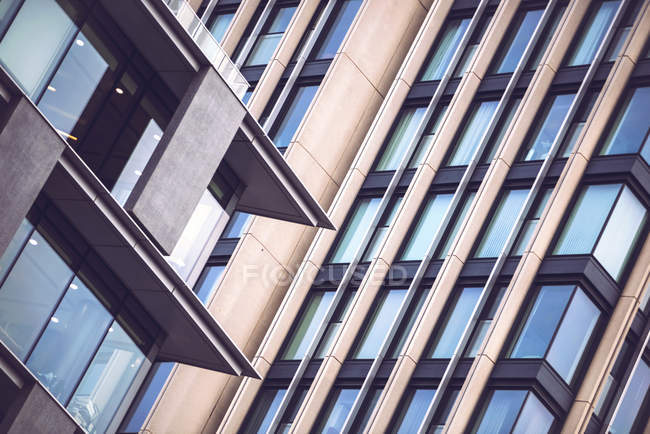 Crop Glas moderne Wolkenkratzer Fenster. — Stockfoto