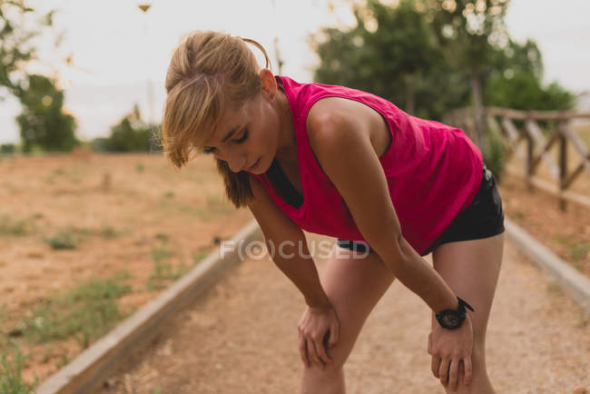 Sportswoman resting after jogging — Stock Photo