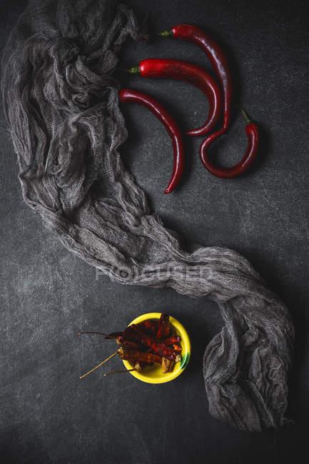 Chiles rojos picantes - foto de stock