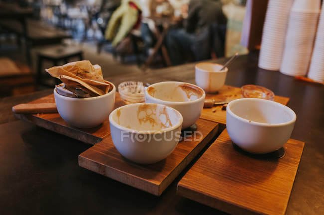 Close up view of used coffee mugs on table — Stock Photo