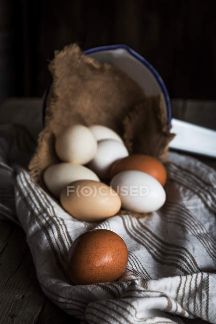 Still life of fresh eggs in rural setting — Stock Photo