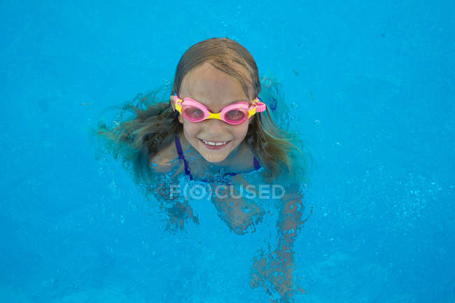 From above view of kd in goggles in swimming pool — Stock Photo