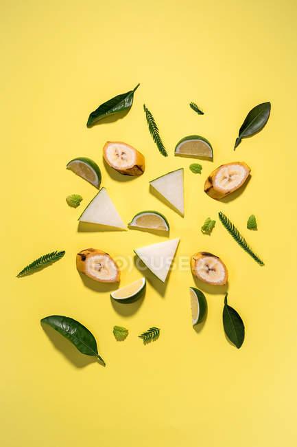 Поєднання різних фруктів візерунком — стокове фото