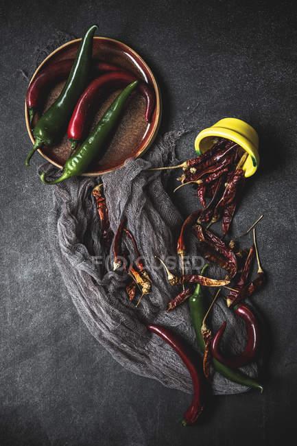 Chiles rojos y verdes - foto de stock