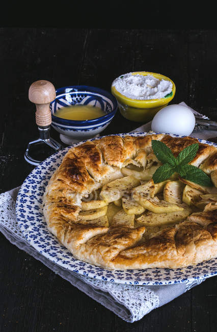 Freshly baked apple pie — Stock Photo