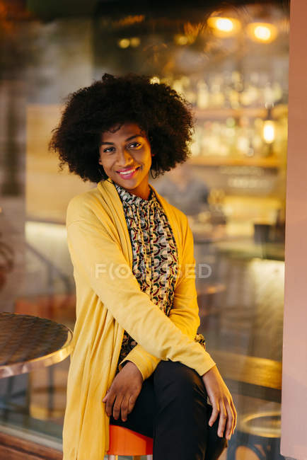 Smilling womanl in bar — Stock Photo
