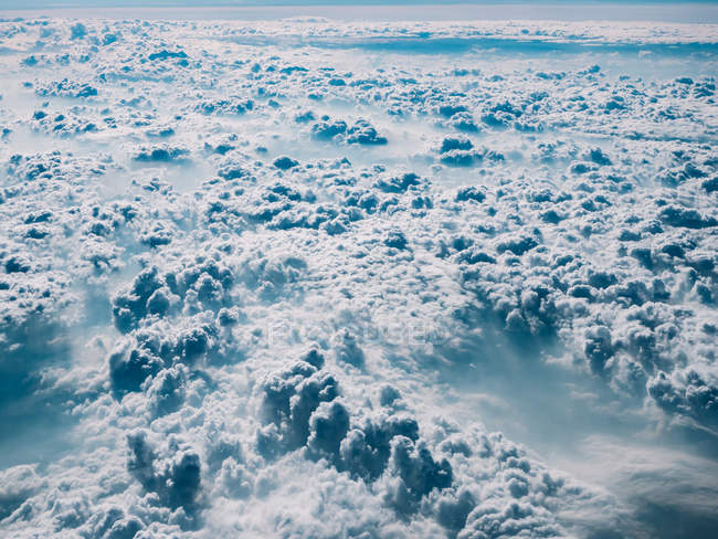 White and blue fluffy cloudscape — Stock Photo