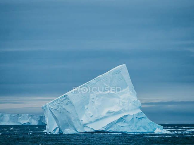 Parede de geleira no mar — Fotografia de Stock